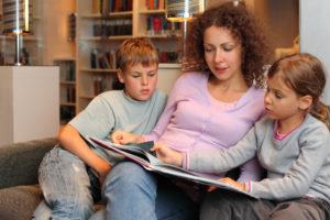 parent-reading-kids